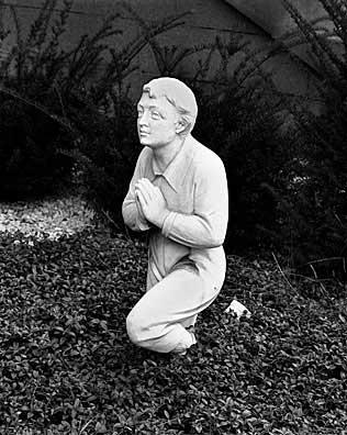 316_10-Kneeling-Figure