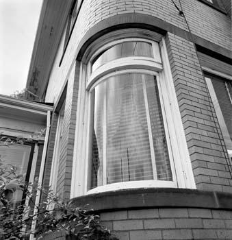 339_10_Round_Window