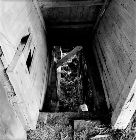 435_132_Locust_Barn_Stairway_10x