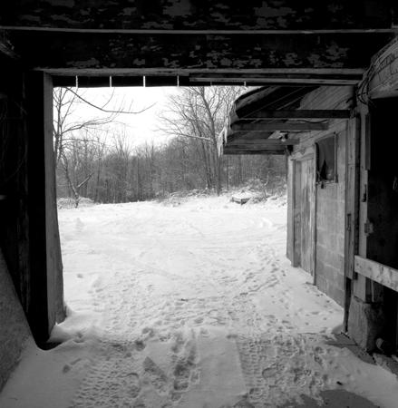 439_160_White_Out_Barn_Door_10x