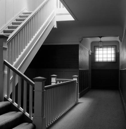 440_02_Hallway_Stairs_Bk
