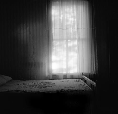 450_05_Bed_Curtain_10x